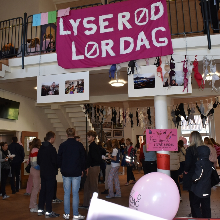 Flot flot resultat for 'Lyserød Lørdag' på Virum Gymnasium. 27.326,47 kr. blev indsamlet.