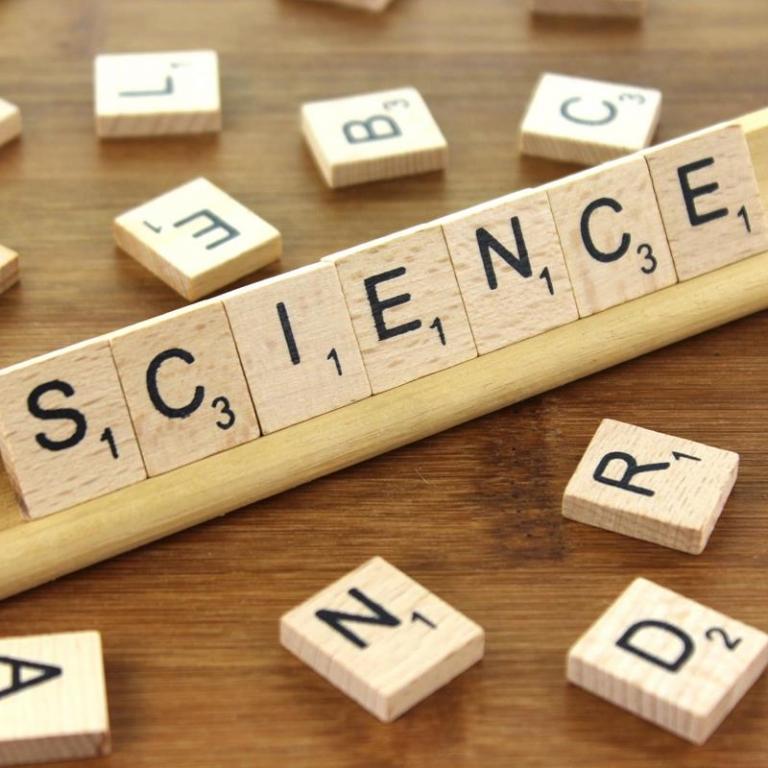 'Girls day in Science' 2019. Hør VG-elev i DRs P1-indslag. Læs også om andre af VG's samarbejder og projekter