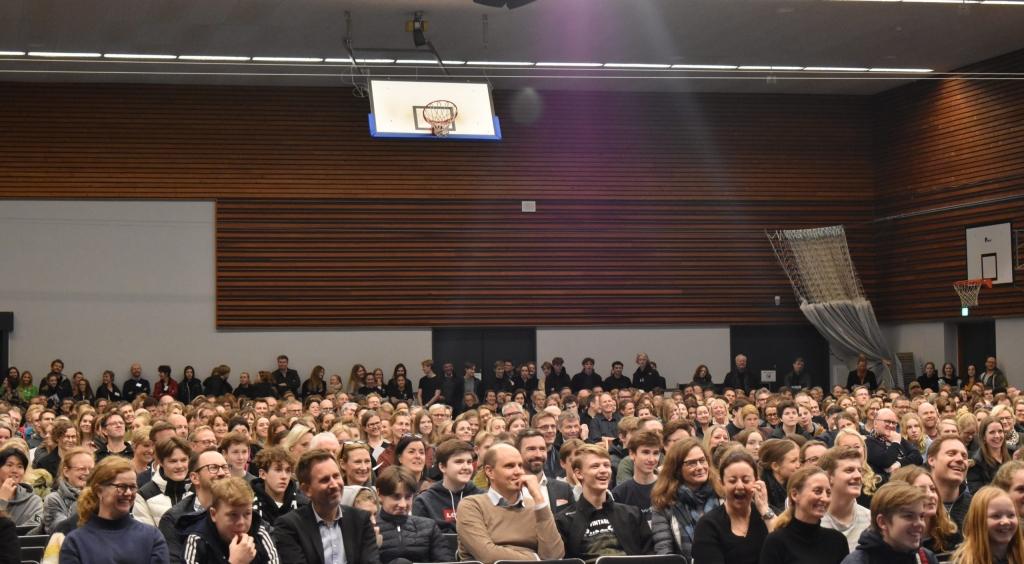 Se billeder fra Åbent Hus på Virum Gymnasium d. 8. januar 2020.