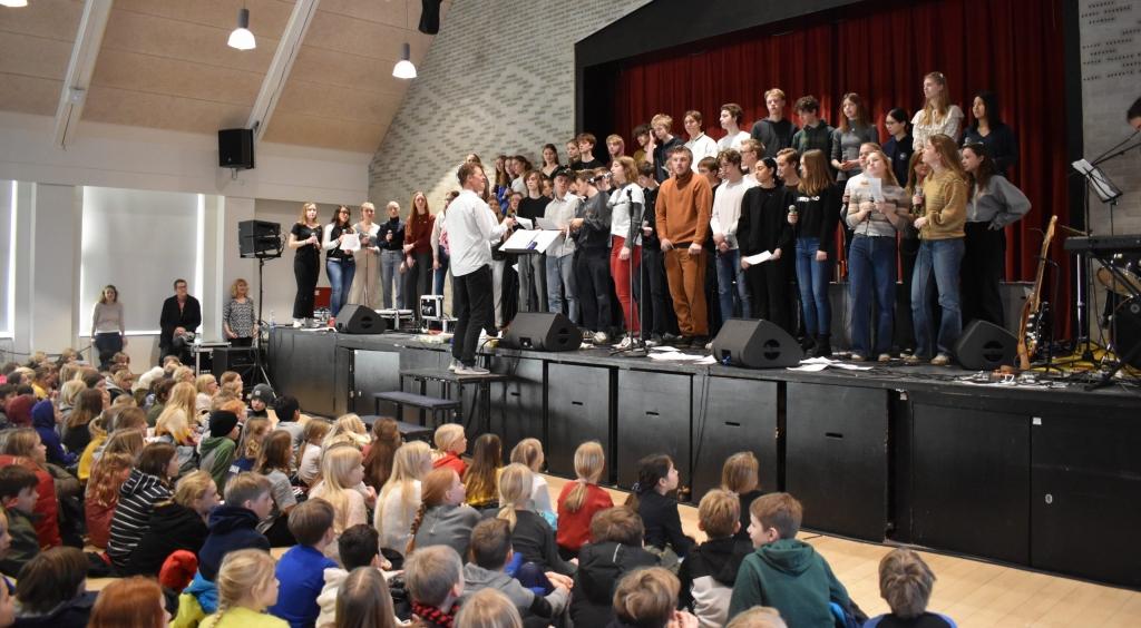 Virum Gymnasiums musikelever på turné på de lokale folkeskoler 2020. Se billeder fra koncerterne på VG her.