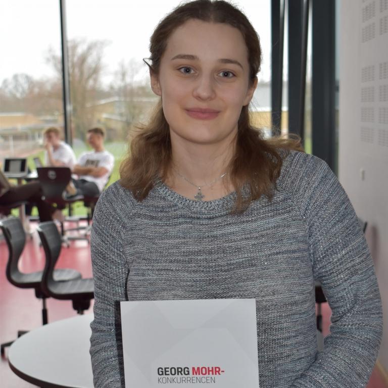 Eva Holst Hansen 3c er en af vinderne af Georg Mohr Konkurrencen i matematik.