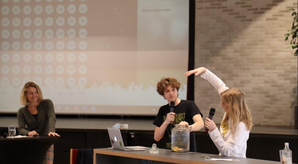 Virtuel banko for alle eleverne på Virum gymnasium – masser af god stemning ude i klasserne og hjemme hos eleverne.