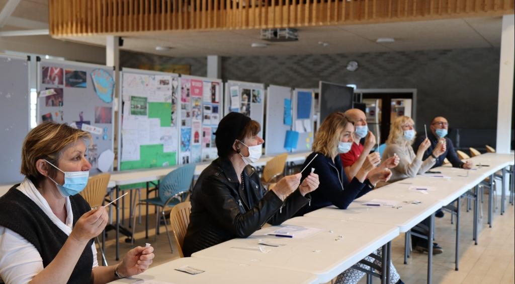 COVID-19: Vgs Pode-supervisorer har første arbejdsdag på VG i dag. I dag har ledelse og ansatte kunnet prøve testfaciliteterne i studiesalen.