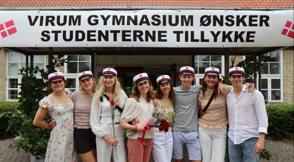 Der var en summen af forventning og glæde i luften da studenterne sprang ud på VG.