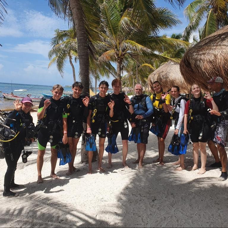 I år er ni elever og to lærere taget på Wallacea-ekspedition til Mexico. Læs den fantastiske rejsefortælling her og se billeder fra turen.